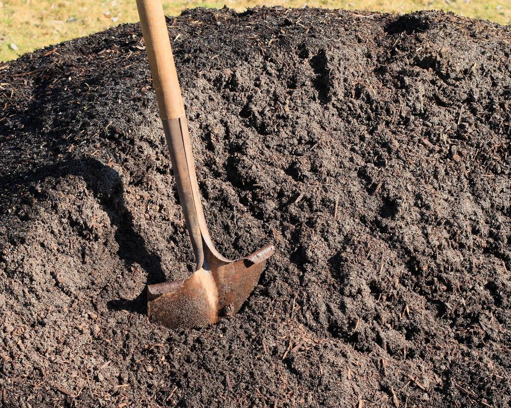 topsoil vs compost