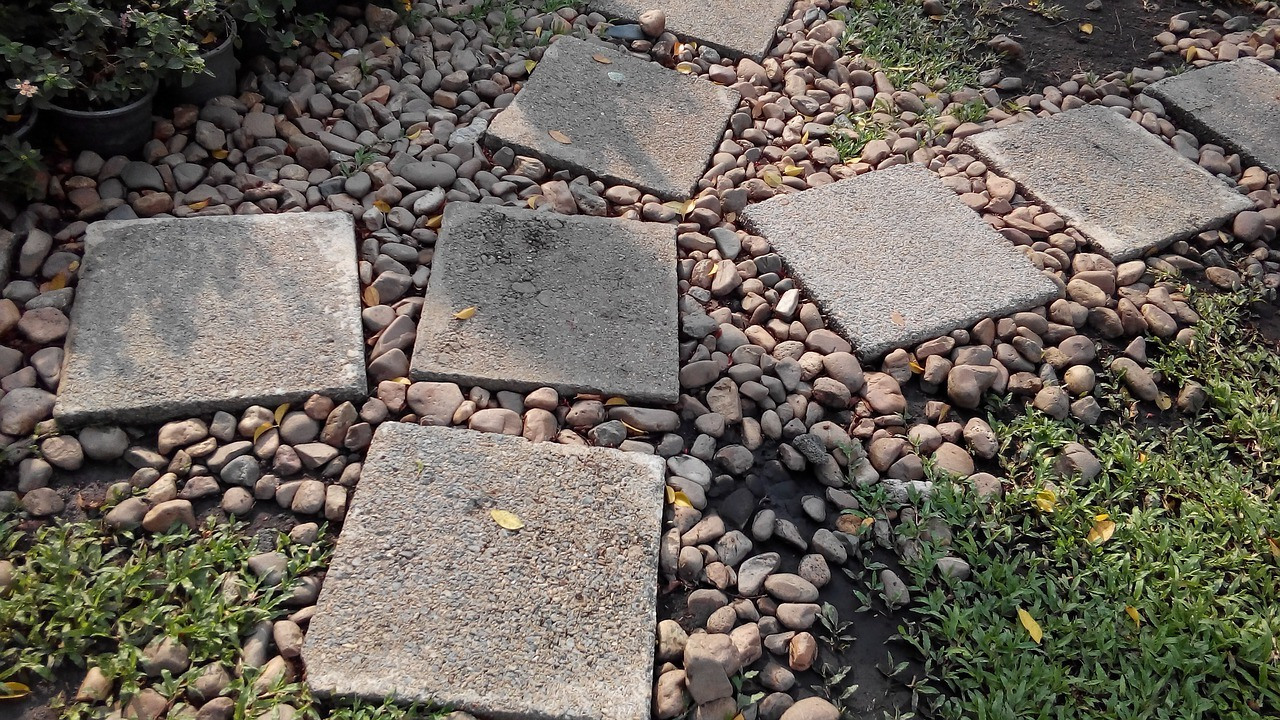 Garden path ideas: Stepping Stone Garden Path