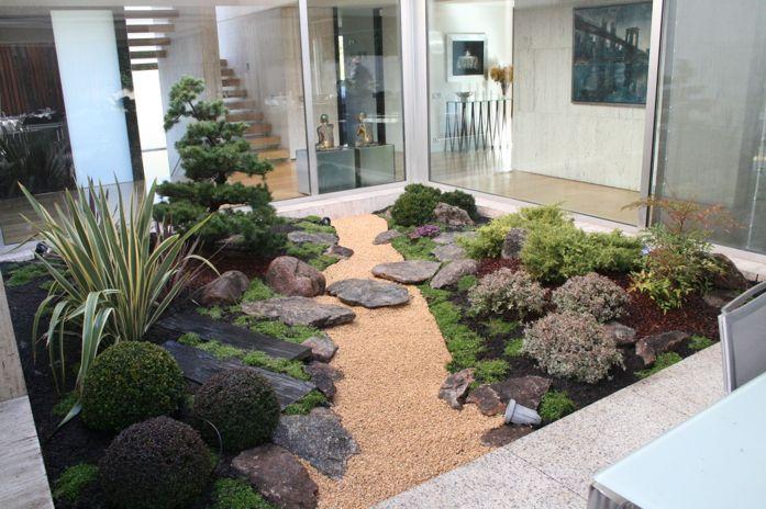 Small Zen Garden With Shrubs Ideas
